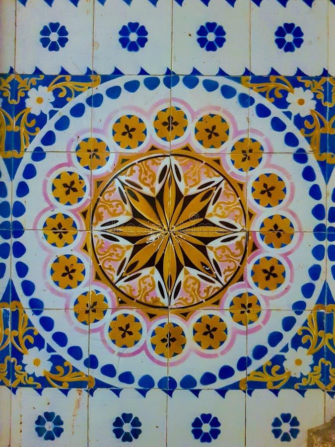 Piastrelle di ceramica d'annata variopinte fotografia stock libera da diritti