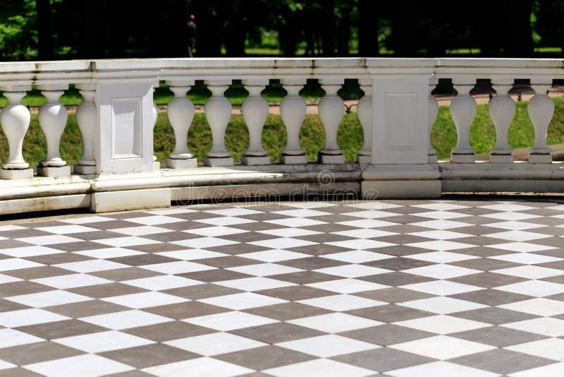 Pavimento a scacchi bianco e rosso elegant pavimento a scacchi