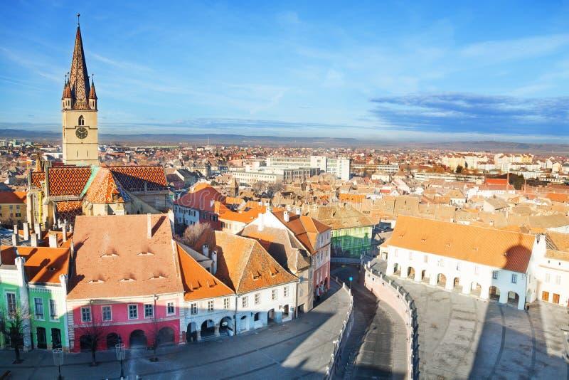 Piata Mare (stor fyrkant) i Sibiu, Rum royaltyfri bild