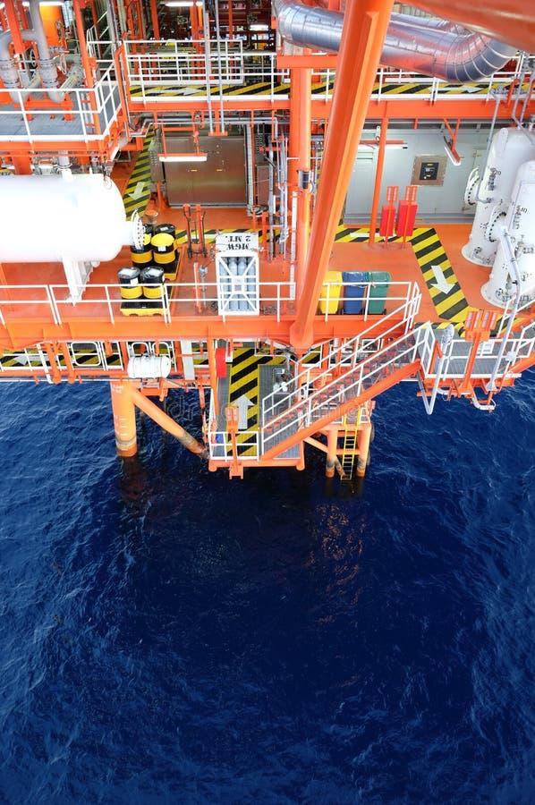 Piattaforma del gas e del petrolio nel golfo fotografie stock libere da diritti