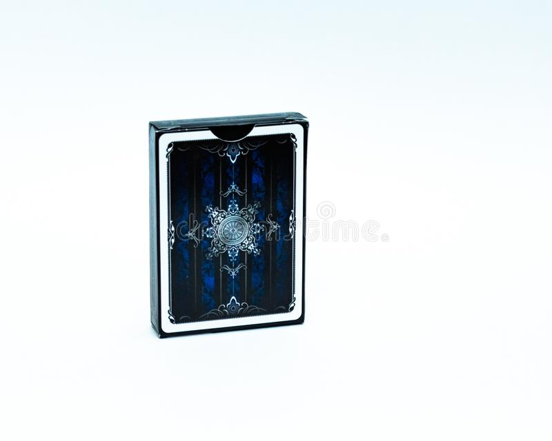 Piattaforma delle carte blu su fondo bianco isolato immagine stock