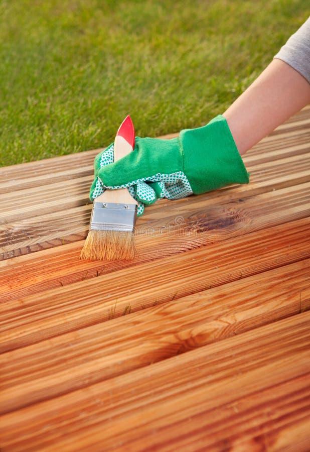 Piattaforma di legno di verniciatura fotografia stock libera da diritti