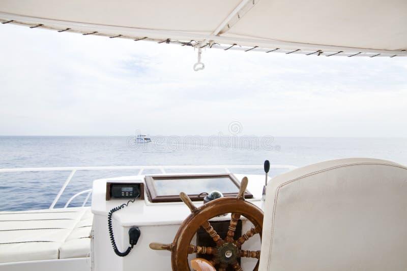 Piattaforma di lusso dell'imbarcazione a motore immagini stock libere da diritti