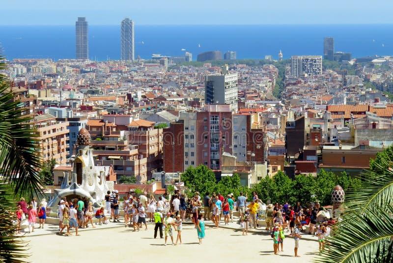 Piattaforma di osservazione in parco Guell Questo parco ? uno dei progetti dell'architetto Antonio Gaudi fotografia stock