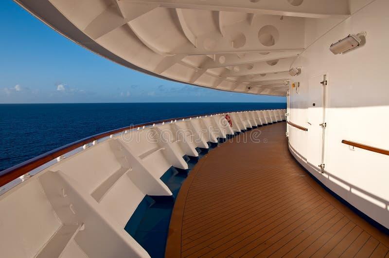 Piattaforma di passeggiata di una nave da crociera fotografia stock libera da diritti