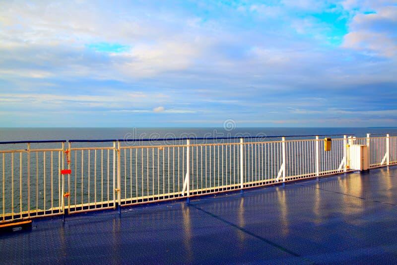 Piattaforma su una nave da crociera fotografie stock libere da diritti
