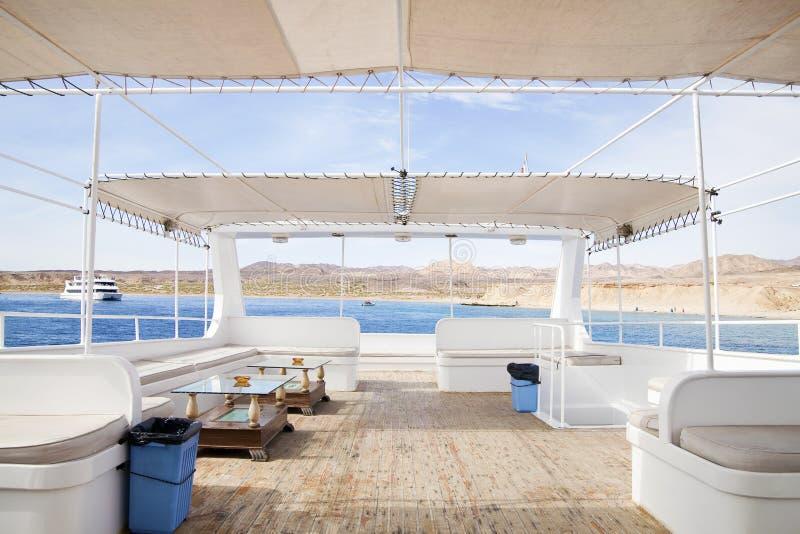 Piattaforma superiore della barca di ricreazione immagini stock