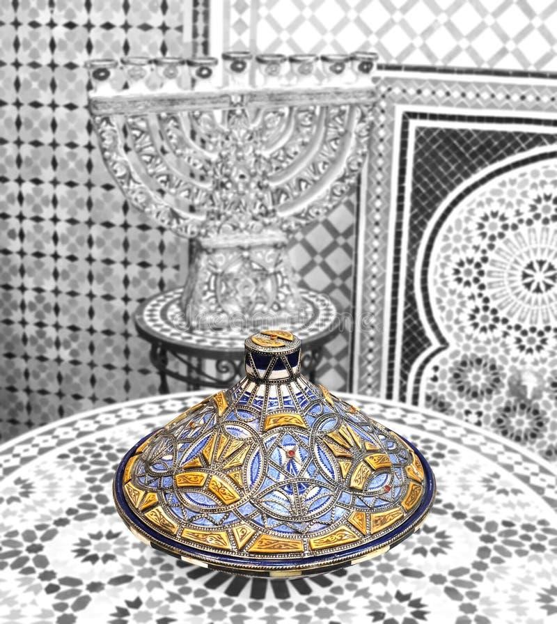 Piatti ceramici ed altri prodotti ceramici fatti a mano dagli artigiani marocchini fotografia stock libera da diritti