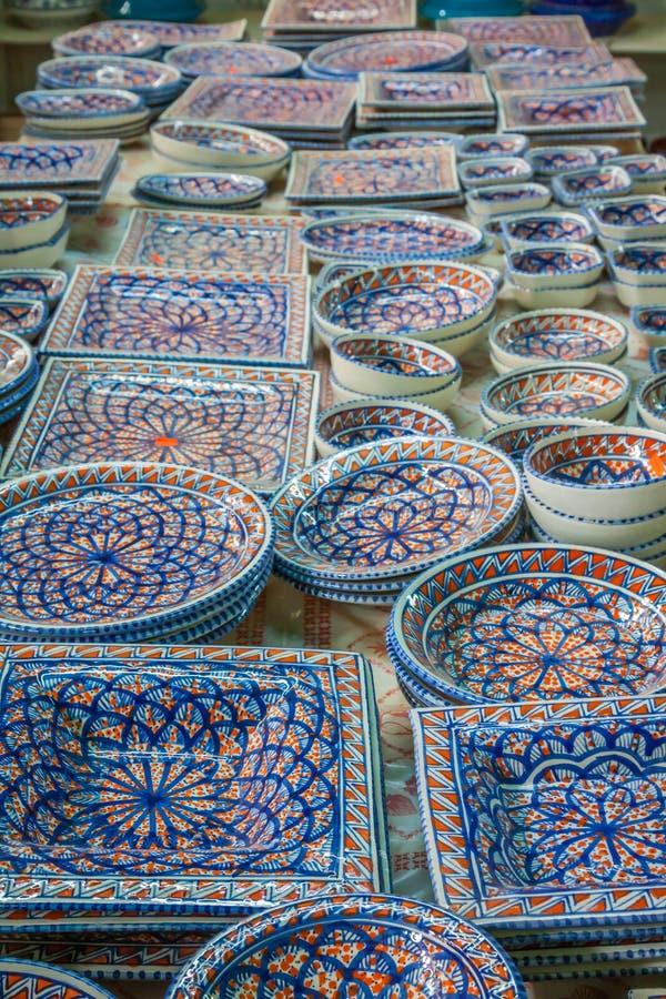 Piatti decorativi su un bazar tipico in tunisia africa immagine stock immagine di modello - Piatti decorativi ...