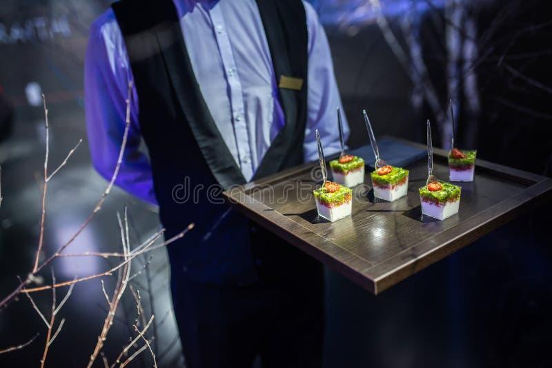 Piatti deliziosi gastronomici ed approvvigionamento dell'alimento (cucina di fusione) fotografie stock libere da diritti