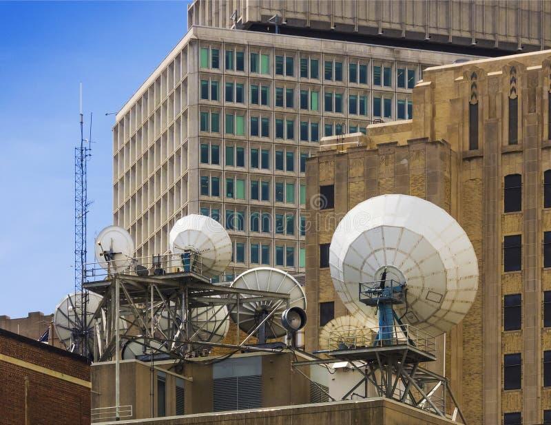 Piatti di telecomunicazione via satellite immagini stock libere da diritti