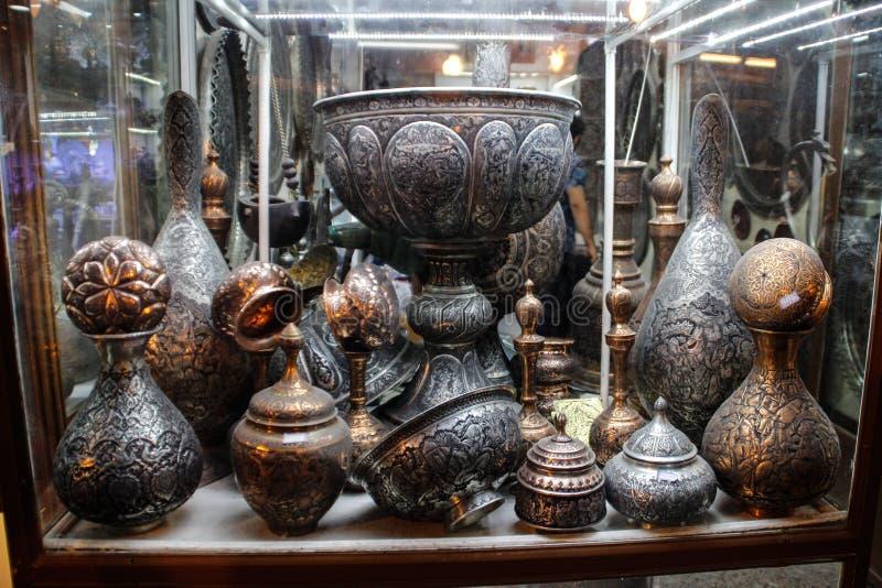 Piatti sul vecchio mercato a Ispahan l'iran fotografia stock