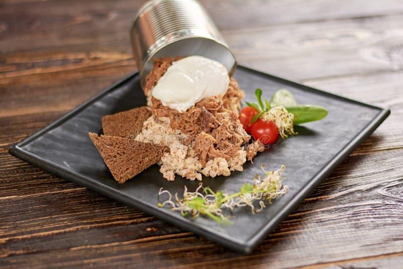 Piatto appetitoso sul piatto in ristorante immagine stock libera da diritti
