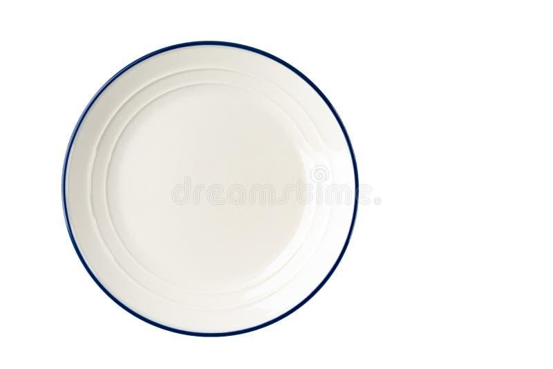 Piatto bianco con una banda blu sul bordo immagini stock