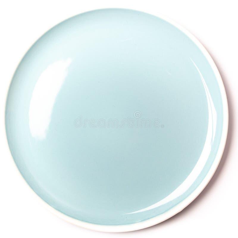 Piatto blu pastello vuoto su fondo bianco fotografia stock libera da diritti