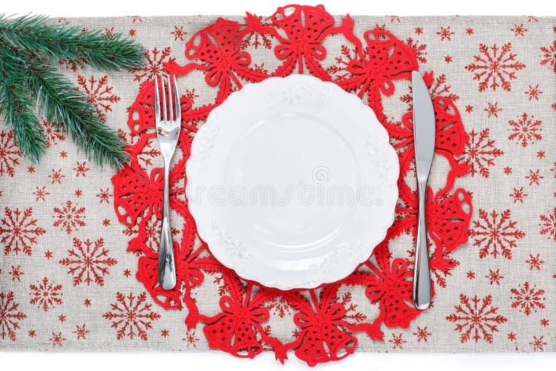 Piatto d'annata di Natale sul fondo di festa con l'albero di natale fotografia stock libera da diritti