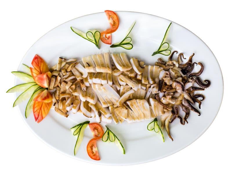 Piatto dei calamari arrostiti - isolati su bianco Vista superiore immagine stock libera da diritti