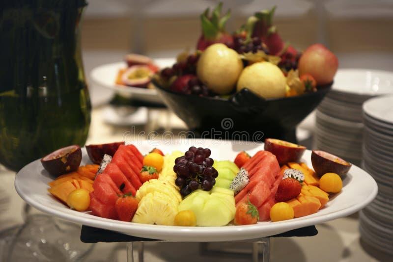 Piatto dei frutti di variet? immagine stock