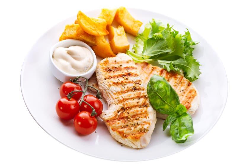 Piatto del petto di pollo arrostito con le verdure fotografie stock libere da diritti