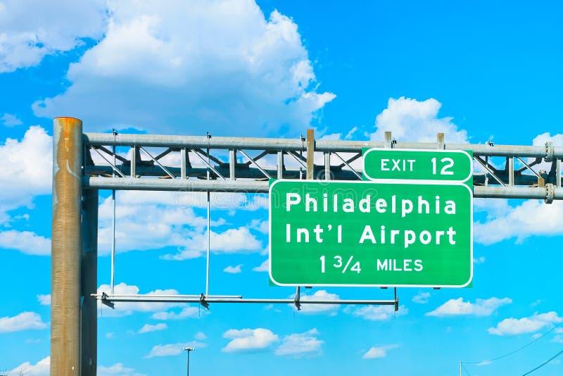 Piatto dell'indicatore dell'aeroporto internazionale di Filadelfia immagini stock libere da diritti