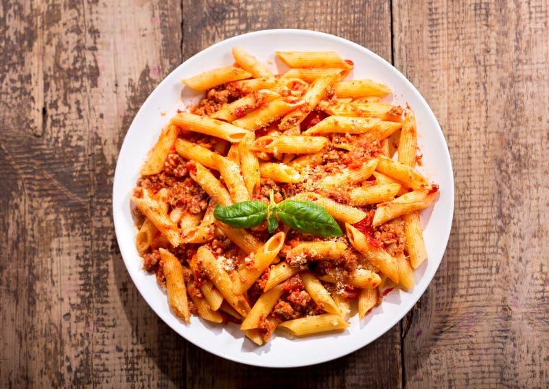 Piatto della pasta bolognese del penne immagine stock
