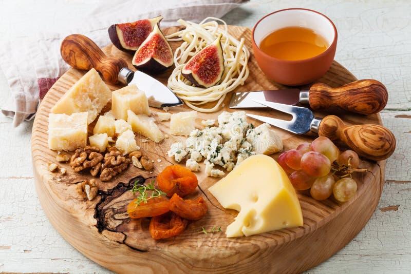 Piatto di formaggio immagine stock