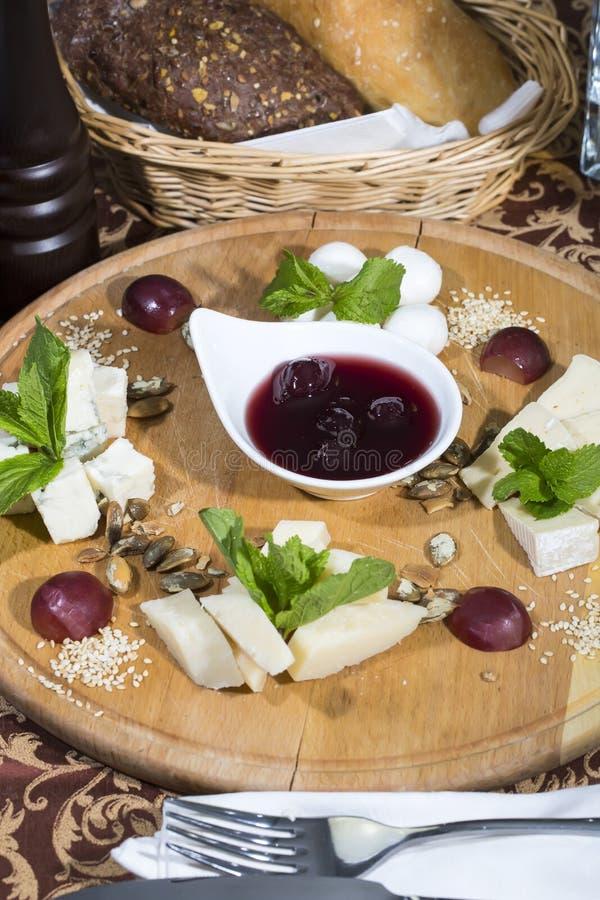Piatto di formaggio fotografie stock libere da diritti