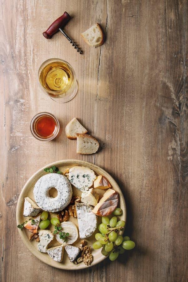 Piatto di formaggio con miele fotografia stock