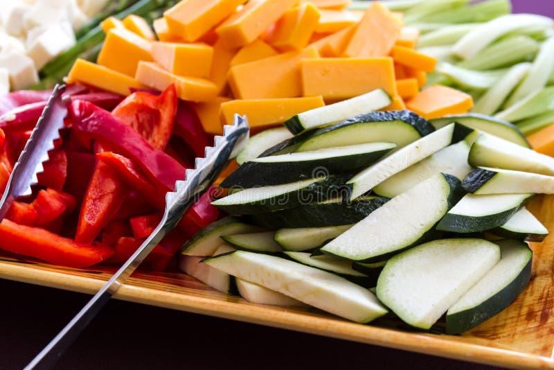 Piatto di formaggio e della verdura fotografia stock libera da diritti