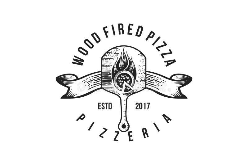 Piatto di legno della pizza disegnata a mano, negozio di pizza d'annata Logo Designs Inspiration Isolated su fondo bianco illustrazione vettoriale