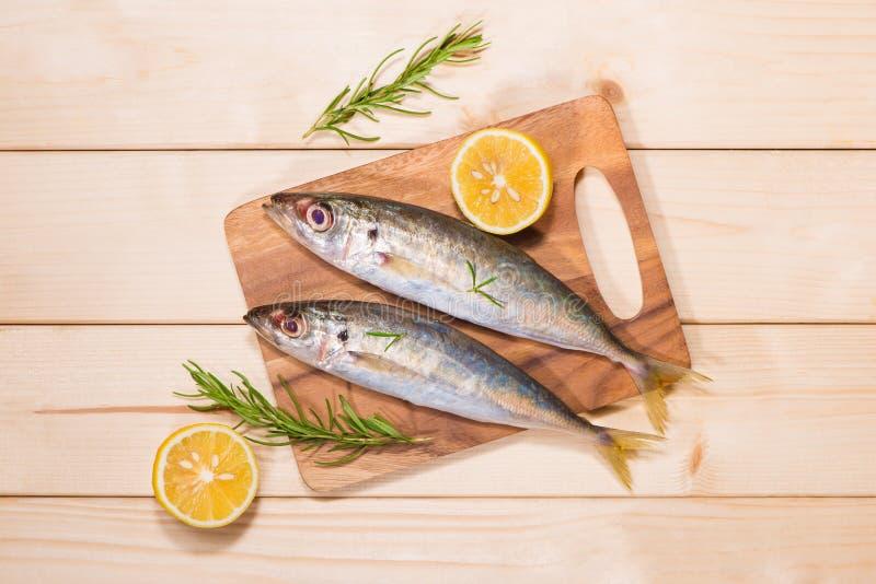 Piatto Di Pesce Che Cucina Con I Vari Ingredienti Decorazione ...