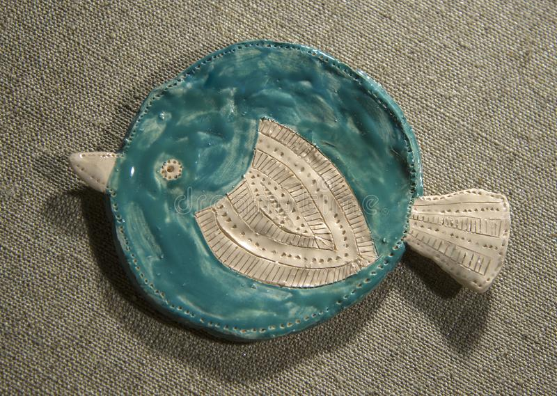 Piatto di pesce dell'argilla immagine stock libera da diritti