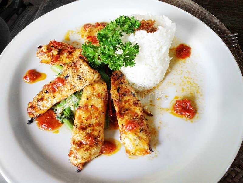 Piatto etnico del Bali, pollo con la salsa dello zenzero fotografie stock
