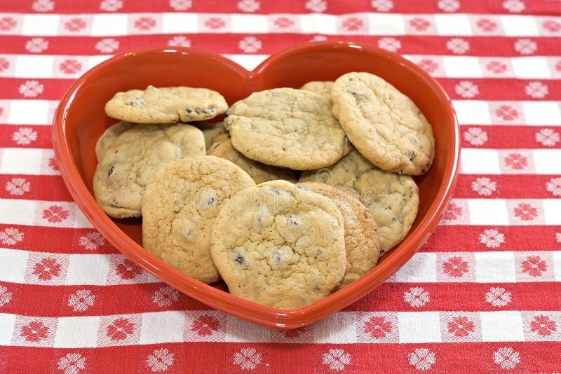 Piatto Heart-Shaped del biscotto fotografie stock libere da diritti