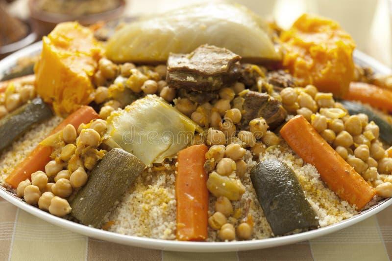 Piatto marocchino del cuscus immagini stock libere da diritti