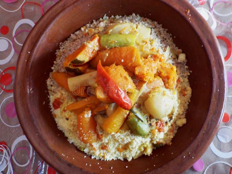 Piatto marocchino tradizionale con cuscus fotografia stock libera da diritti