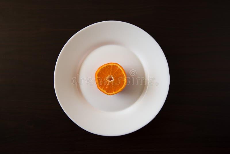 Piatto a metà arancio immagine stock libera da diritti
