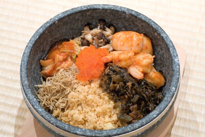 Piatto mixed del riso della ciotola di pietra giapponese fotografia stock