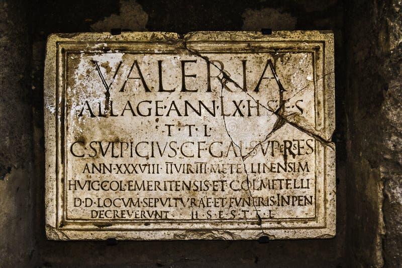 Piatto romano antico della pietra tombale fotografia stock for Piatto romano