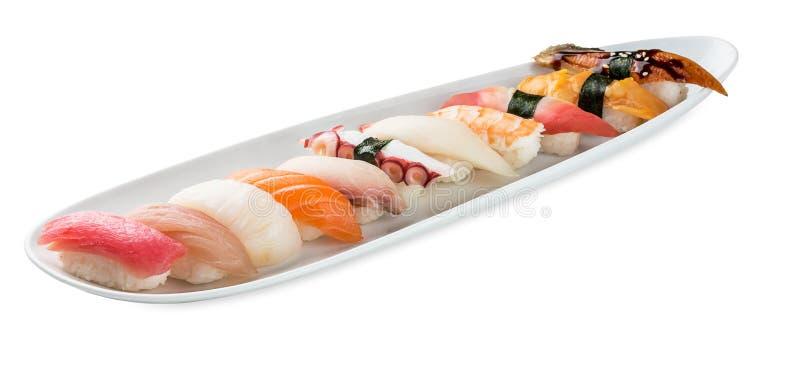 Piatto stabilito dei sushi isolato su bianco fotografia stock libera da diritti