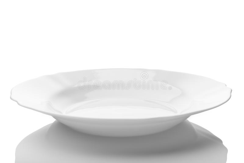 Piatto vuoto bianco isolato su fondo bianco fotografia stock libera da diritti