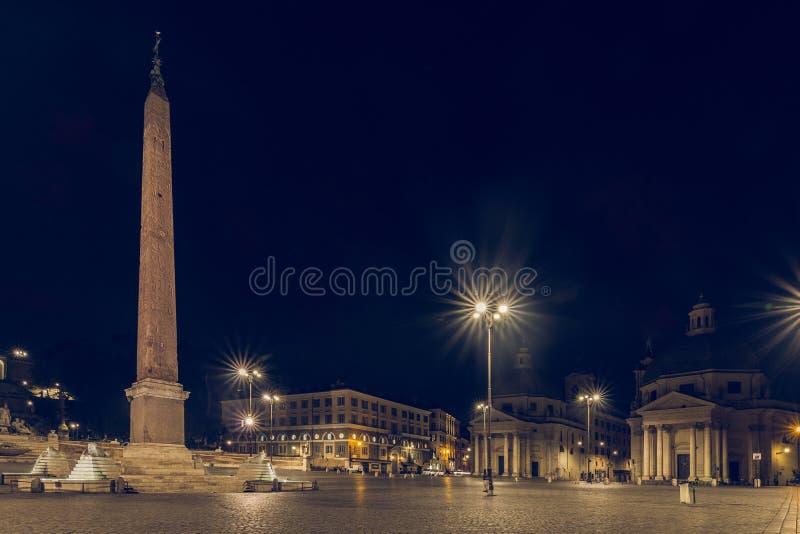 Piazza与看法南部的del Popolo对圣玛丽亚二圣山镇,圣玛丽亚dei Miracoli和方尖碑 图库摄影