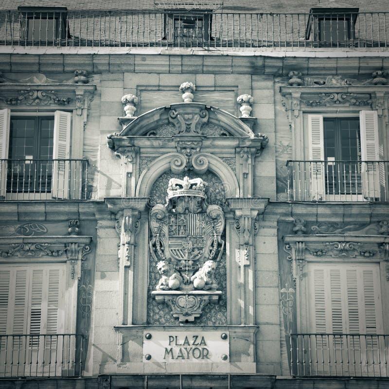 Piazza-Bürgermeisterstraßenschild in Madrid - Monochrom stockfotos