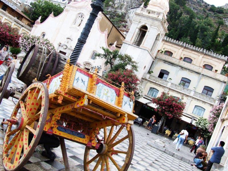 Piazza Chiesa San Giusseppe-Taormina-Sicilien-Italien - Creative Commons av gnuckx arkivbilder