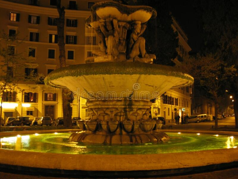 piazza-dei-quiriti-fontana--notte fotografia stock libera da diritti