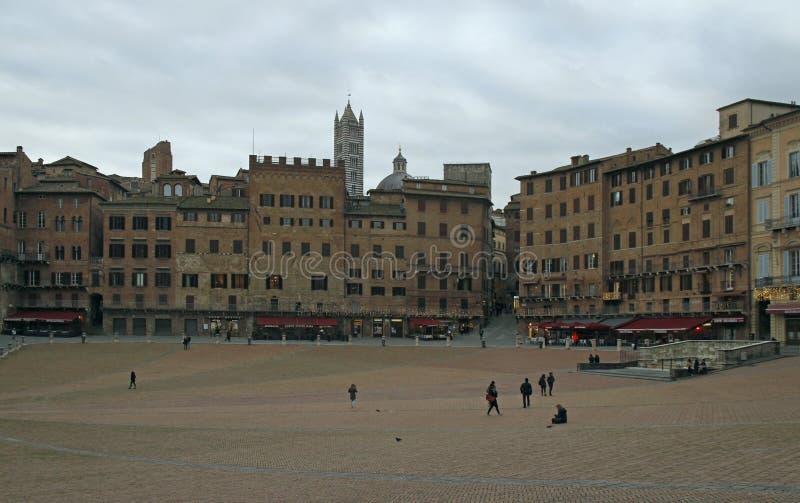Piazza del Campo dans la ville italienne Sienna photo stock