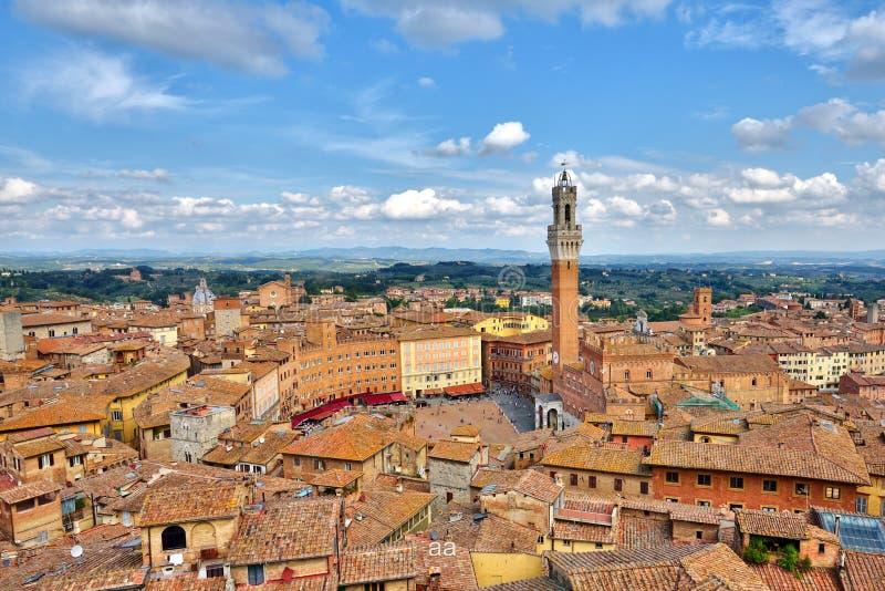 Piazza del campo, vecchio centro urbano toscano di Siena, Italia immagini stock libere da diritti