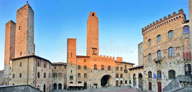 Piazza del Duomo à San Gimignano au coucher du soleil, Toscane, Italie images stock