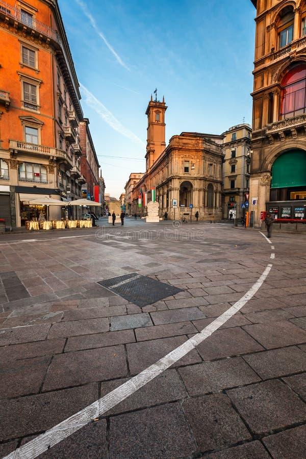 Piazza del Duomo et par l'intermédiaire de dei Mercanti pendant le matin, Milan images libres de droits