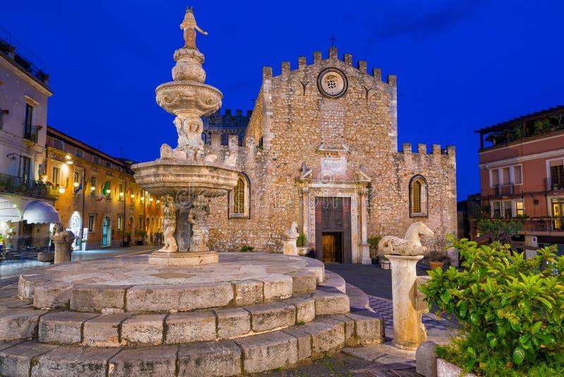 Piazza del Duomo in oude stad van Taormina, Sicili?, Itali? stock afbeelding